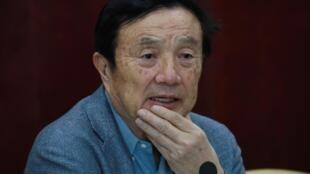 Ren Zhengfei habla durante la rueda de prensa que dio en Taiyuan, al norte de China, el 9 de febrero de 2021