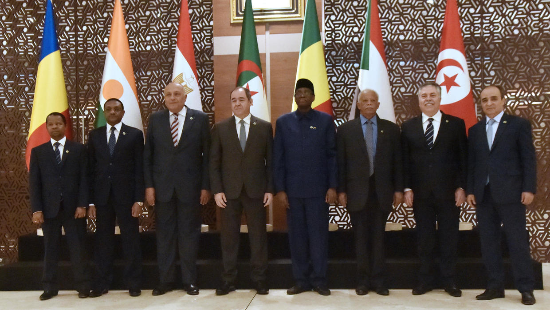 اجتماع الجزائر: الدول المشاركة تؤكد رفض كل تدخل أجنبي في ليبيا وتدعو للحوار
