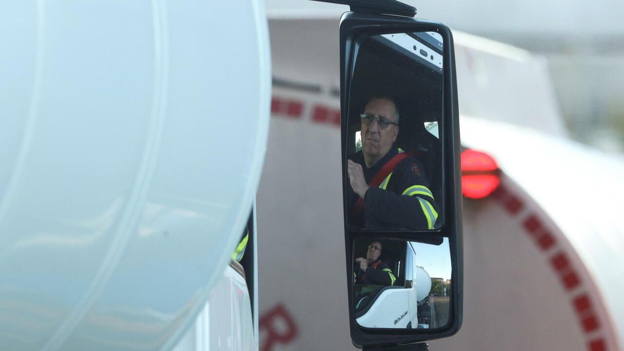 Cazando gasolina en Reino Unido mientras las carencias se acumulan