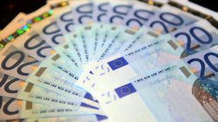 أوراق مالية من العملة الأوروبية اليورو