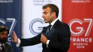 Emmanuel Macron prononce un discours devant les chefs d'entreprise à la veille du sommet du G7, le 23 août 2019 à Paris.