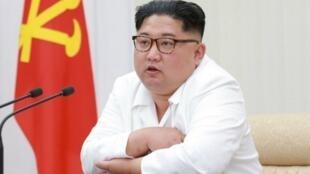 El líder norcoreano Kim Jong-un, en una reunión de la Comisión Militar Central (fotografía sin fecha).