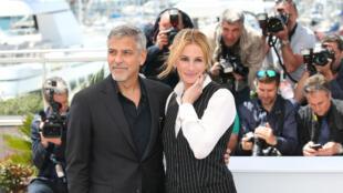 """George Clooney et Julia Roberts, lors du photocall du film """"Money Monster"""", au Festival de Cannes, le 12 mai 2016."""