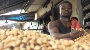 En Benín, la población está aterrorizada y teme la asfixia económica total después de más de un mes de castigo
