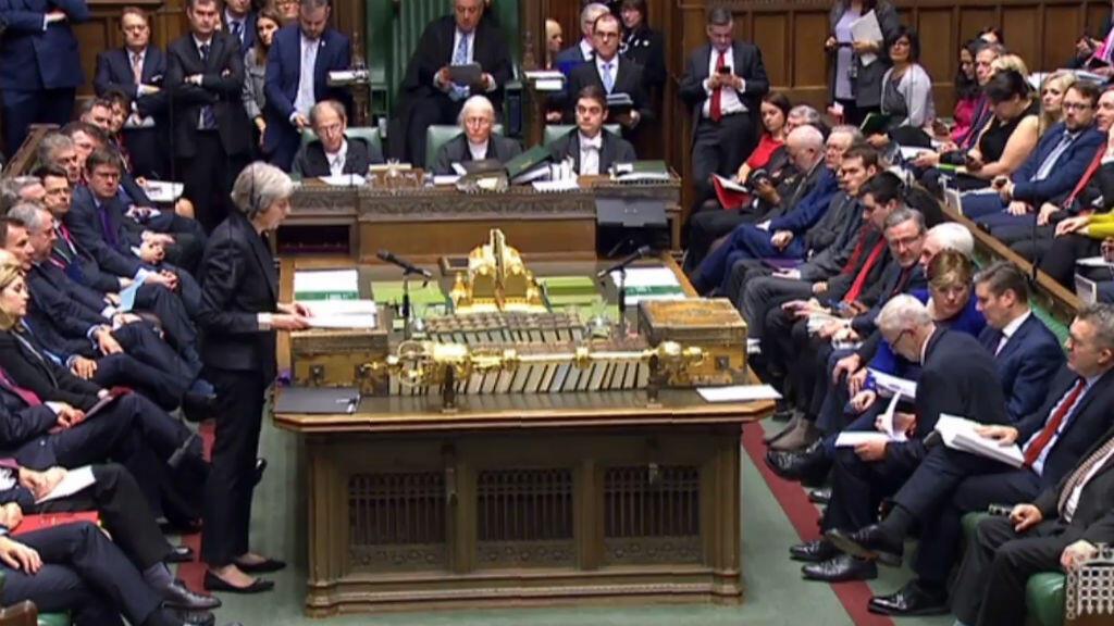 رئيسة الوزراء البريطانية تلقي خطابا أمام مجلس العموم