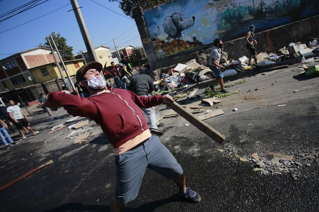 Wild protests have broken out in one of Santiago's poorest neighbourhoods over food shortage during Covid-19 lockdown, on May 18, 2020.