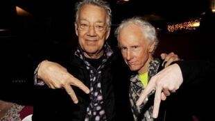 Ray Manzarek, à gauche
