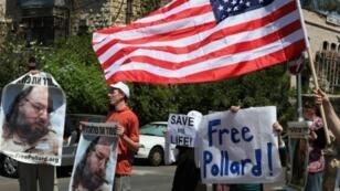 إسرائيليون يطالبون بالإفراج عن بولارد أمام منزل الرئيس الإسرائيلي شيمون بيريز في القدس 2011