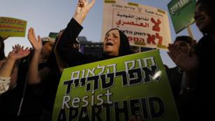 Des dizaines de milliers d'Arabes israéliens ont manifesté, samedi 11 août, à Tel-Aviv.