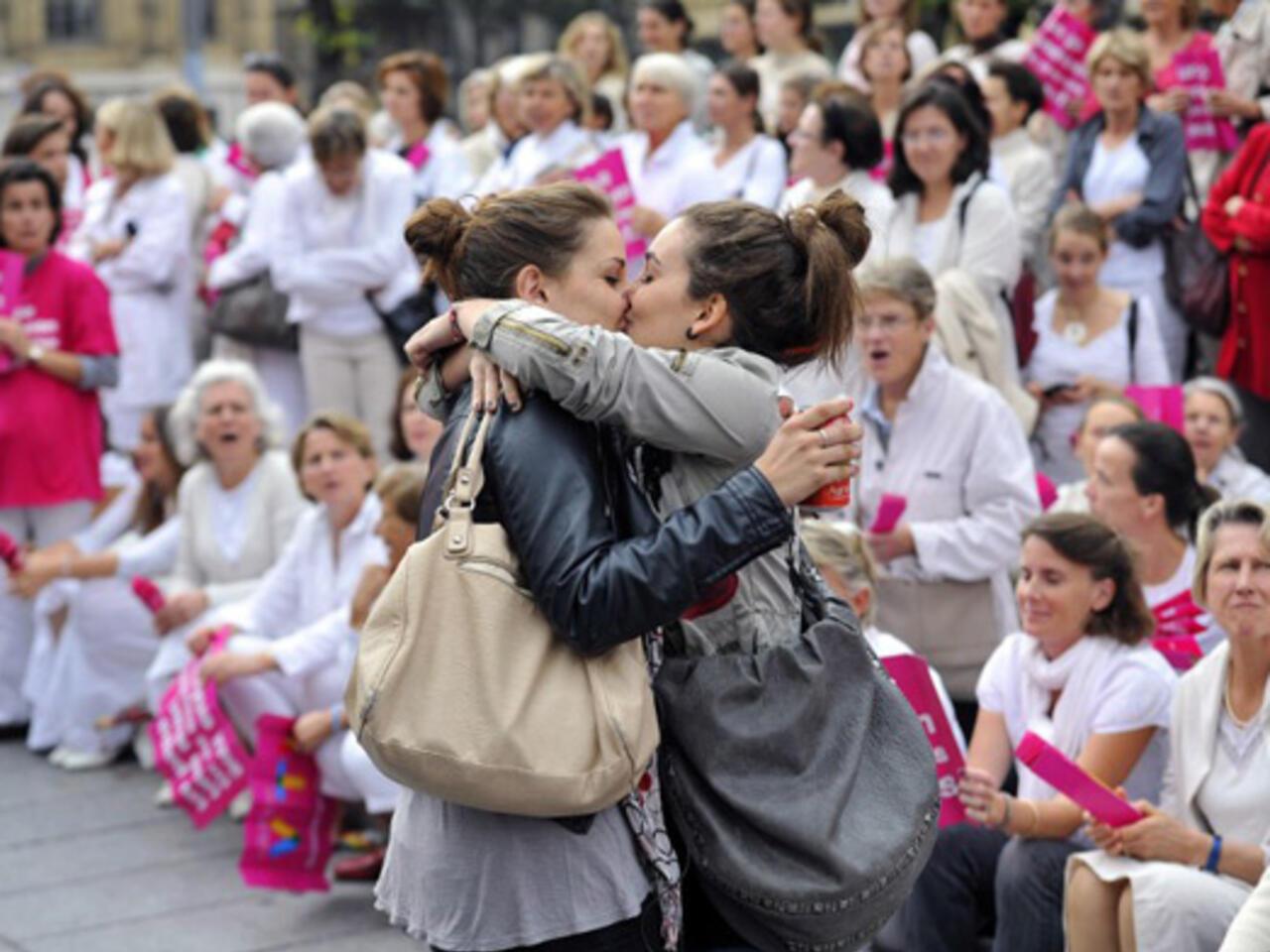 Nina Hartley Lesbian Sex