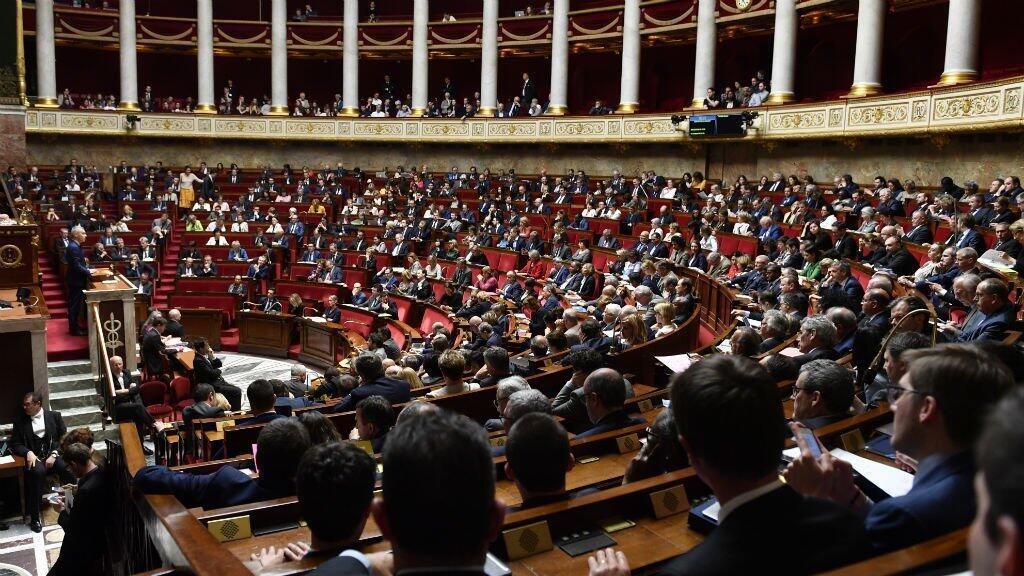 El texto fue adoptado en primera lectura por 228 votos a favor y la oposición de todos los partidos confrontados al oficialismo.