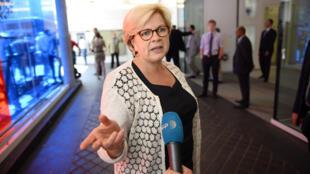 Catherine Vautrin, députée de la Marne, devant le siège de l'UMP en juillet 2013.