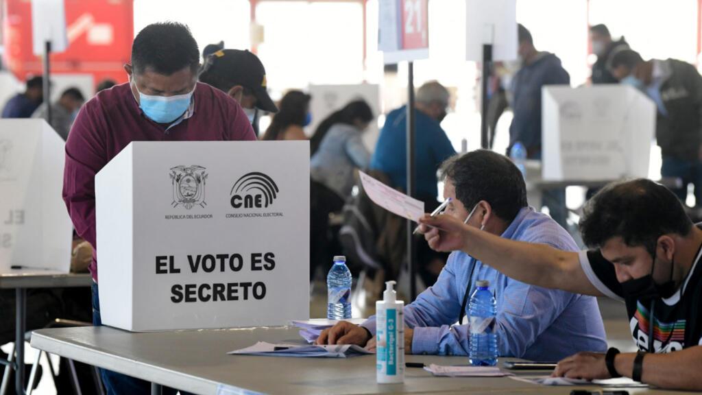 L'Équateur et le Pérou, deux pays andins aux urnes pour élire leur futur président