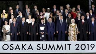 Líderes y delegados asisten a una sesión de fotos familiares en Osaka Geihinkan durante la cumbre de líderes del G20 en Osaka, Japón, el 28 de junio de 2019.