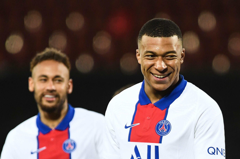 Paris Saint-Germain protagoniza a Neymar (y Kylian Mbappé) durante un partido de campeonato en Brest, 23 de mayo de 2023