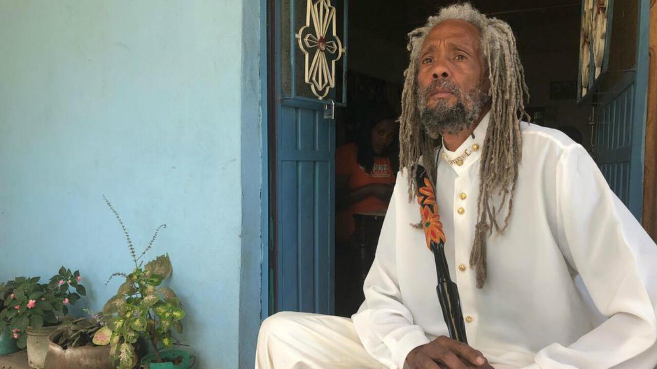 """A 250 km al sur de Adís Abeba se halla Shashamane. La ciudad acoge a las familias de los rastafaris que decidieron regresar a Etiopía. Pero el acceso a esta """"tierra prometida"""" no es tarea fácil..."""