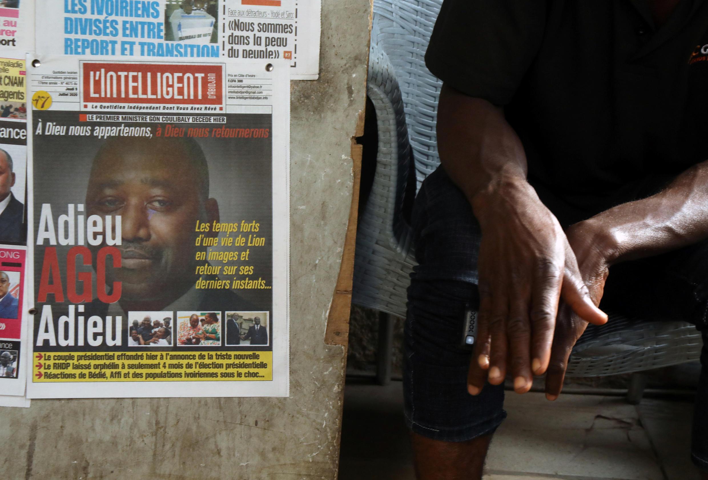 Les une de la presse ivoirienne, au lendemain du décès du Premier ministre Amadou Gon Coulibaly, à Abidjan, le 8 juillet 2020.