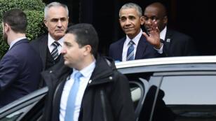 Barack Obama quitte son hôtel du centre de Paris avant de se rendre à l'Élysée, le samedi 2 décembre.