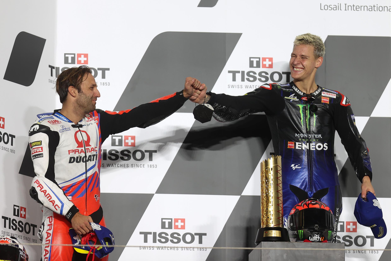 Les Français Fabio Quartararo et Johann Zarco sur le podium du Grand Prix de Doha en Moto GP dimanche 4 avril.
