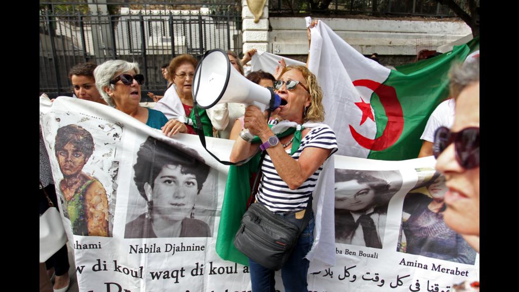 Des milliers de manifestants défilent à Alger malgré l'annonce d'une élection présidentielle