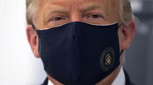 Donald Trump uso barbijo el  27 de julio en una recorrida por un laboratorio en Carolina del Norte que desarrolla una vacuna experimental contra la covid-19