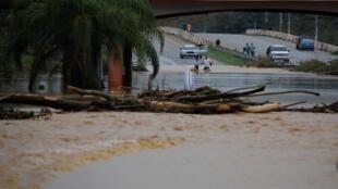 La devastación es extensa y el sureste de la isla está incomunicada, según el gobernador Ricardo Rosselló.