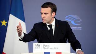 """El presidente francés Emmanuel Macron llamó a construir el """"renacimiento"""" en torno a tres pilares: """"la libertad, la protección y el progreso""""."""