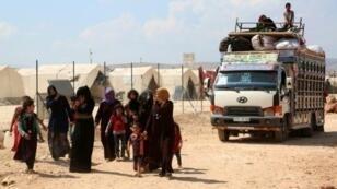 نازحون سوريون يصلون إلى مخيم قرب الحدود التركية في 9 أيلول/سبتمبر في شمال محافظة إدلب
