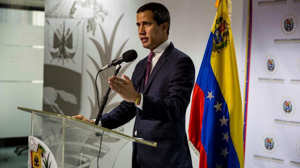 El presidente de la opositora Asamblea Nacional de Venezuela, Juan Guaido, pronuncia un discurso durante un evento político este lunes en Caracas, Venezuela, el 16 de septiembre de 2019.