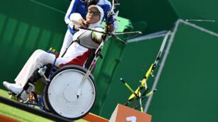 L'archier iranienne Zahra Nemati participe aux Jeux olympiques et paralympiques à Rio.