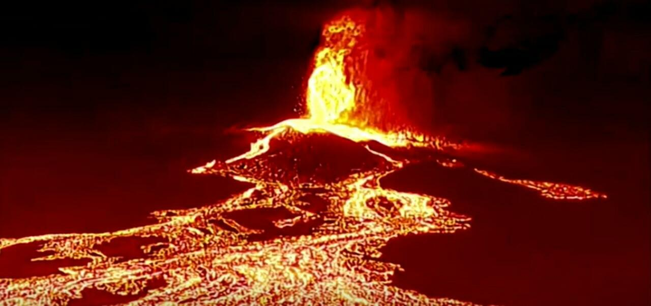 Captura de un video sobre la erupción del volcán Cumbre Vieja, en La Palma, Canarias, España, el 21 de septiembre de 2021.