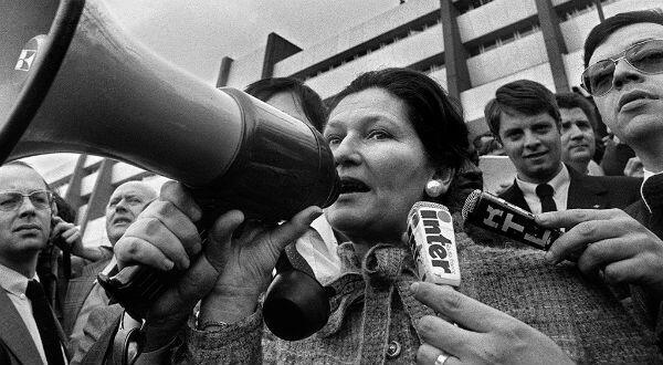 Simone Veil addresses protesters outside the European Parliament in Strasbourg on March 25, 1980.