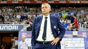 L'entraîneur lyonnais Bruno Genesio suit le match opposant son équipe à Marseille au Parc OL, le 23 septembre 2018