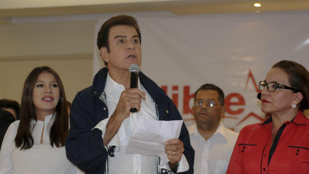 El candidato opositor Salvador Nasralla durante la conferencia de prensa realizada el 26 de noviembre, tras el fin de la jornada electoral.