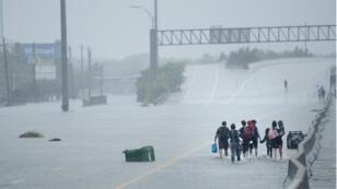 """صور من ولاية تكساس عندما اجتاحها الإعصار """"هارفي"""" في 2017"""