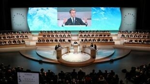 """الرئيس الفرنسي إيمانويل ماكرون في """"قمة الكوكب الواحد"""" بباريس 12 كانون الأول/ديسمبر 2017."""