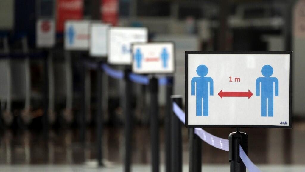 En a imagen se muestra el aeropuerto internacional de Niza desierto, ya que se impone un bloqueo para reducir la tasa de la enfermedad por coronavirus (Covid-19), en Niza, Francia, el 13 de abril de 2020.