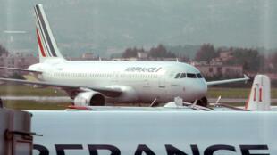Le mouvement de grève des hôtesses et des stewards d'Air France doit se prolonger jusqu'au 2 août.