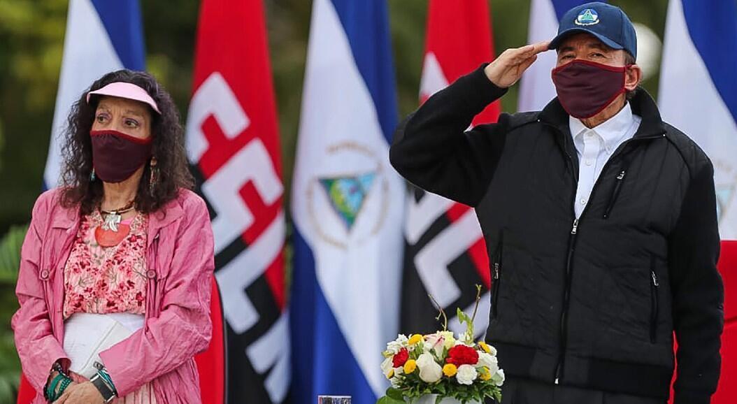 El presidente de Nicaragua, Daniel Ortega, y su esposa y vicepresidenta del país, Rosario Murillo, reaparecen usando mascarilla, en medio de la pandemia del Covid-19, tras 36 días sin aparecer públicamente. En Managua, Nicaragua, el 19 de julio de 2020.