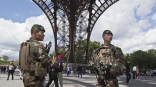 Des militaires de l'opération Sentinelle étaient visés par l'un des projets d'attentats, selon Gérard Collomb.