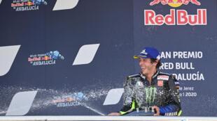 Le multiple champion italien Yamaha Valentino Rossi fête sa 3e place au GP moto d'Andalousie à Jerez de la Frontera, le 26 février 2020