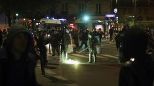 Le rassemblement du 28 mars 2017 devant le commissariat du 19e arrondissement de Paris.