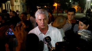 El vicepresidente Miguel Díaz-Canel habla con periodistas después un evento para el primer anniversario de la muerte del líder Fidel Castro, en La Habana, el 25 de noviembre del 2017.