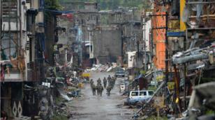 """la ville de Marawi, le 17 octobre 2017, jour de l'annonce de la """"libération"""" de la ville par le président Duterte."""