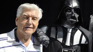Esta foto de archivo tomada el 27 de abril de 2013, durante una convención de 'Star Wars' en Cusset, Francia, muestra a David Prowse, el actor británico detrás de la amenazante máscara negra del villano de la saga 'Star Wars'.