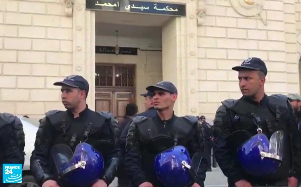 عناصر شرطة أمام محكمة سيدي امحمد - الجزائر العاصمة