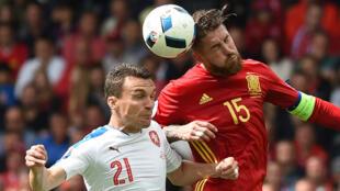 L'Espagne a finalement trouvé la faille pour s'imposer face à la République tchèque (1-0) lundi à Toulouse.