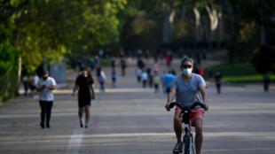Gente haciendo ejercicio en el Parque del Retiro de Madrid el 25 de mayo de 2020.