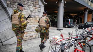 Des soldats belges patrouillent à Anvers, le 20 novembre 2015.