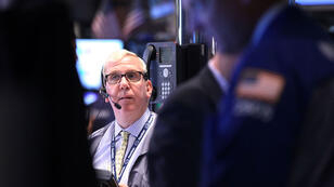 Le New York Stock Exchange, l'une des plus importantes places boursières au monde, a brutalement interrompu tous ses échanges à Wall Street.